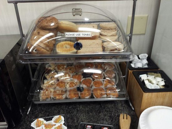 Fairfield Inn & Suites Lancaster: Bread selection at breakfast