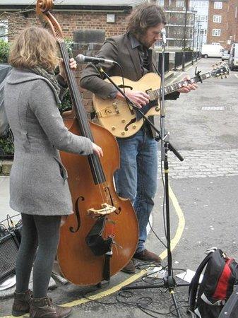 Portobello Road Market: musicisti di strada