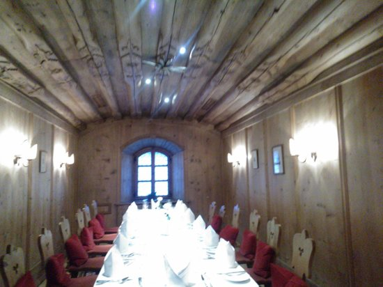 Grand Hotel Europa: Europa Stuberl restaurant typical tyrolean dining room