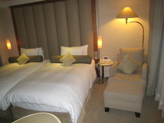 Hotel Royal-Nikko Taipei: 広めのベッドです