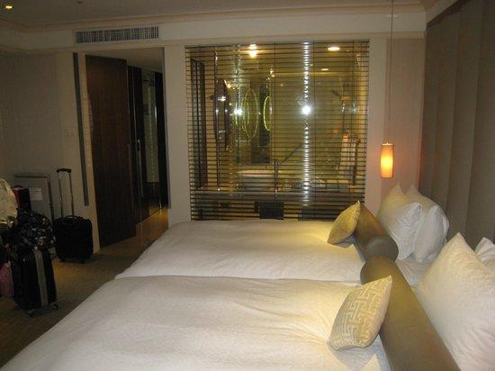 Hotel Royal-Nikko Taipei: ブランドの奥がバスルームです。