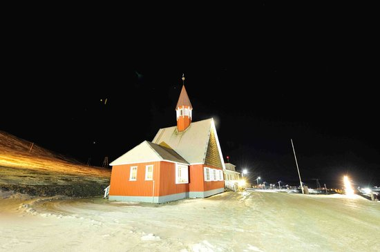 Svalbard Kirke: Exterior of church
