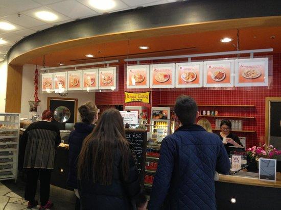 Khau Geng People Waiting To Order