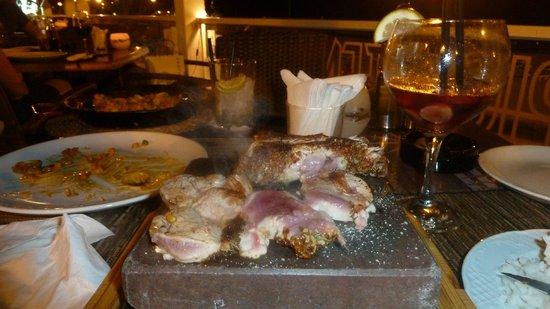 Carne a la piedra tropical tenerife : filet mignon de porc servi sur pierre chaude