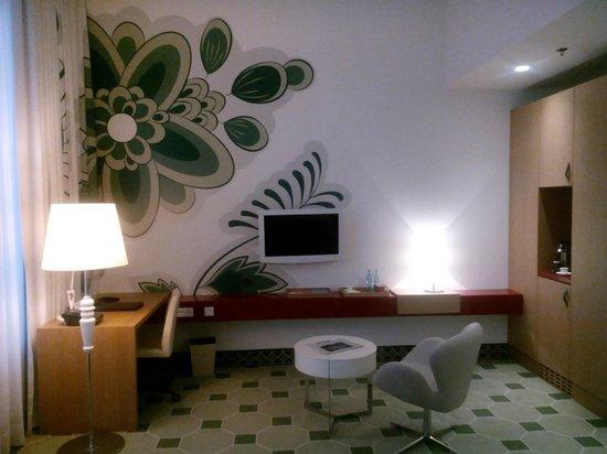Swissotel Dresden: Zimmer/Bad