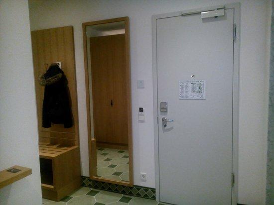 Hyperion Hotel Dresden: Zimmer/Bad