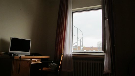 Novum Hotel Plaza Düsseldorf Zentrum: компьютер вместо ТВ
