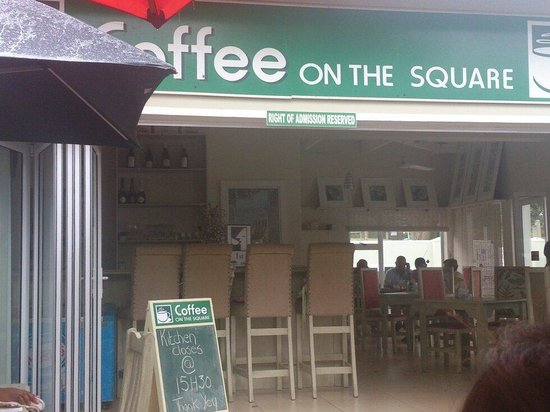 Coffee on the square: Rainy visit