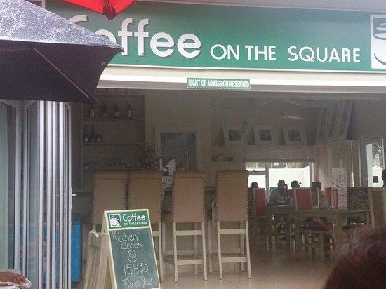 Coffee on the square : Rainy visit