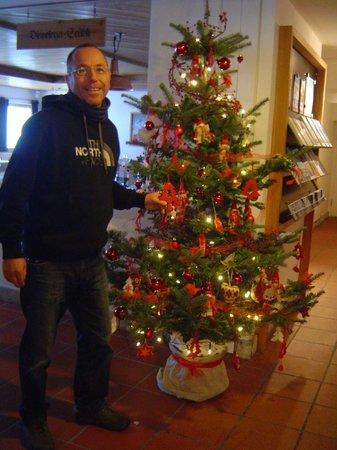 Berghaus Diavolezza: liebevoll gschmückter Weihnachtsbaum