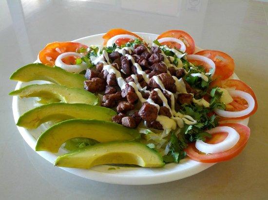 Puerto Aventuras Grill: Arrachera Salad