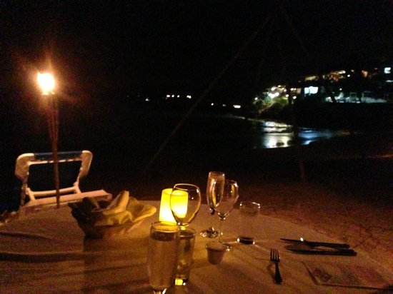 Cocobay Resort: Beach Dinner