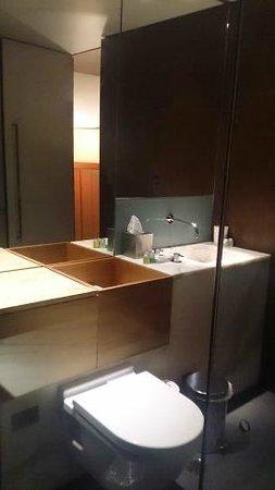Valentine On George: Master bath (Terrace Suite)