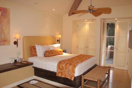 Auberge du Soleil: King size bed