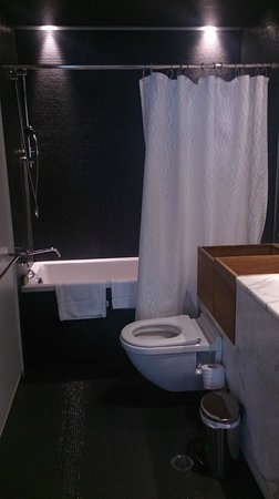 Valentine On George: Second bathroom (Terrace Suite)