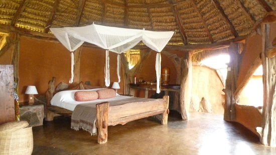 Tassia Lodge: Comfortable bed
