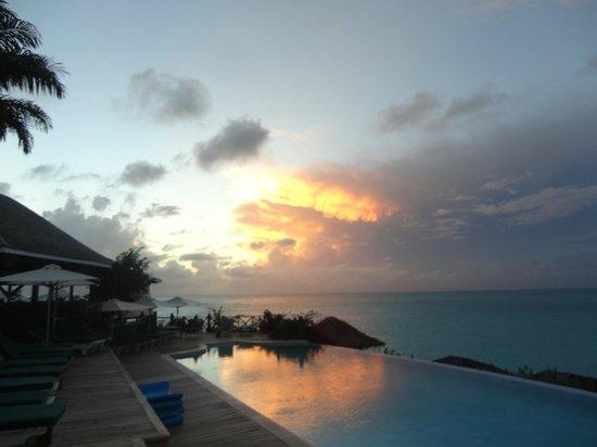 Cocobay Resort: Tramonto dalla front restaurant pool