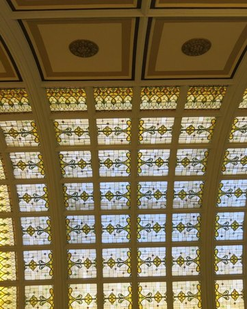 Union Station Hotel, Autograph Collection: Stained glass ceiling in lobby