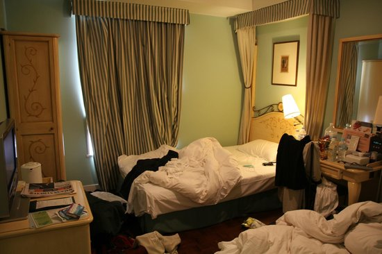 Hotel Monterey Lasoeur Ginza: Sorry for the mess.