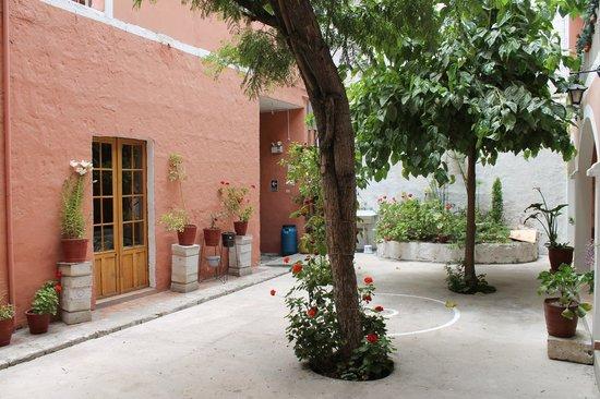 Posada Nueva España: Courtyard