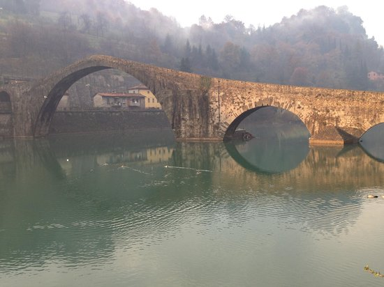 Villa Lucchesi : ponte di diablo