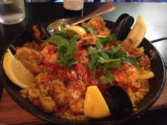 Ole: Seafood paella