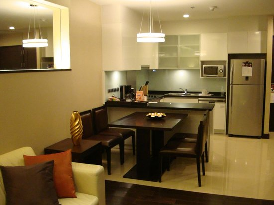 Sukhumvit Park, Bangkok - Marriott Executive Apartments: Dining Area/Kitchen
