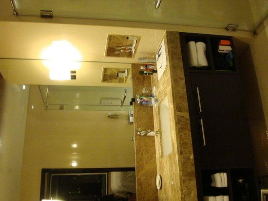 Sukhumvit Park, Bangkok - Marriott Executive Apartments: Bathroom - Vanity
