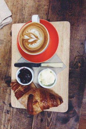Upshot Espresso: Cappuccino & croissant