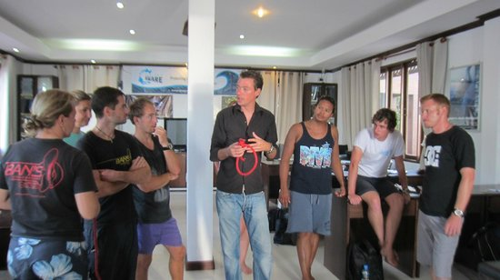 Ban's Diving Resort: Learning knots from Marcel