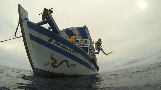 Ban's Diving Resort : Classic giant stride entry from Ban's dive boat