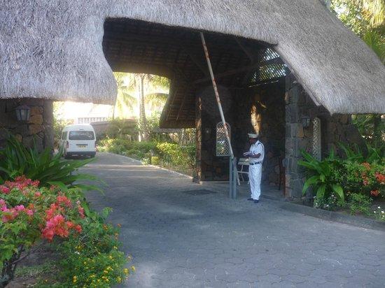 Merville Beach Hotel: L'entrée de l'hotel