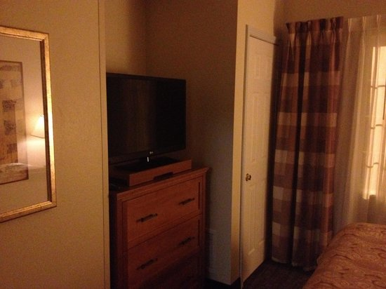 Staybridge Suites Sioux Falls : Nice flat screen in all 3 rooms