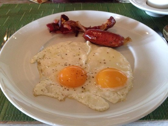 Constance Moofushi : Colazione al manta restaurant