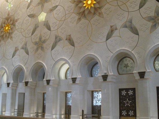 Scheich-Zayid-Moschee: Мечеть шейха Зайда