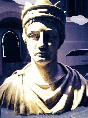 Castel Lagopesole: Busto di Federico II