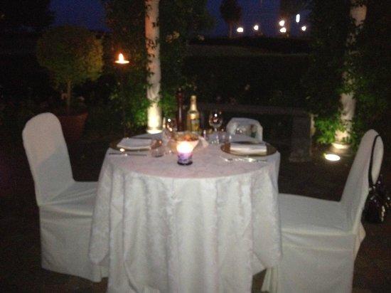 Ca' delle Anfore: cena nel giardino