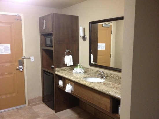 Holiday Inn Express & Suites Williston: Microwave and fridge were a bonus