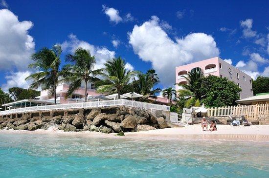 Butterfly Beach Hotel: Hotel (vom Meer aus)