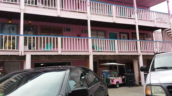 Port Aransas Inn: Back side in between buildings