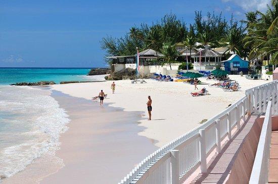 Butterfly Beach Hotel: Strand beim Hotel