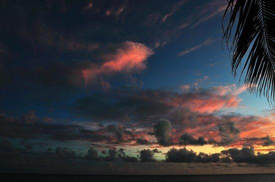 Butterfly Beach Hotel: Sonnenuntergang am Hotelstrand