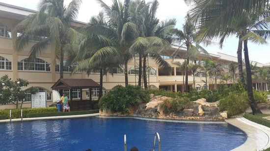 Henann Garden Resort: Pool side