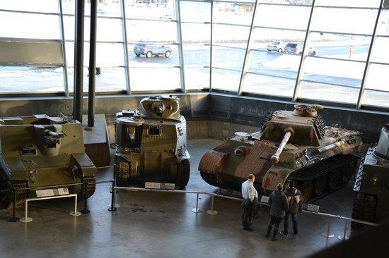 Canadian War Museum: Exposition permanante de chars et voitures militaires