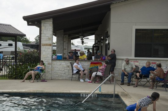 Advanced RV Park: Clubhouse Pool side