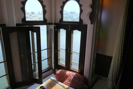 Hotel Thamla Haveli: View from Lake facing room