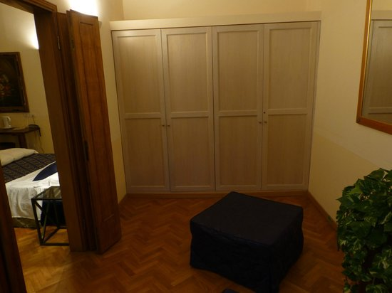 Tornabuoni La Petite Suite : camera-armadio