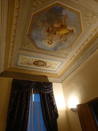 Tornabuoni La Petite Suite : soffitto della camera-armadio con affresco
