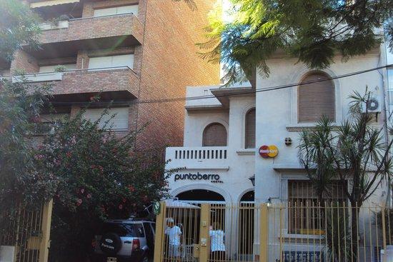 Punto Berro Hostel: frente del hostel
