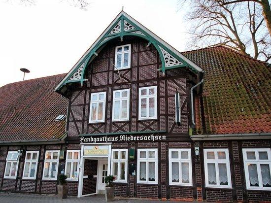 LandGastHaus Niedersachsen: Außenansicht Gasthaus Eingang